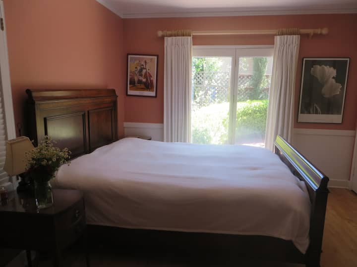 Charming room near Down Town San Luis Obispo.