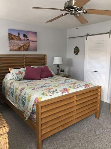 Second queen bedroom with spacious walk in closet