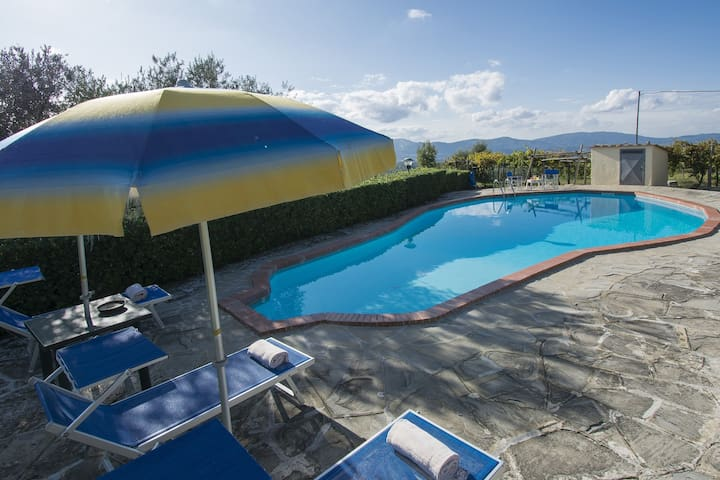 Farmhouse in Piandisco with pool and tennis court