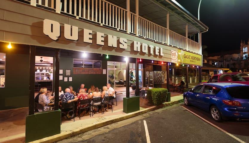 Queens Hotel Innisfail
