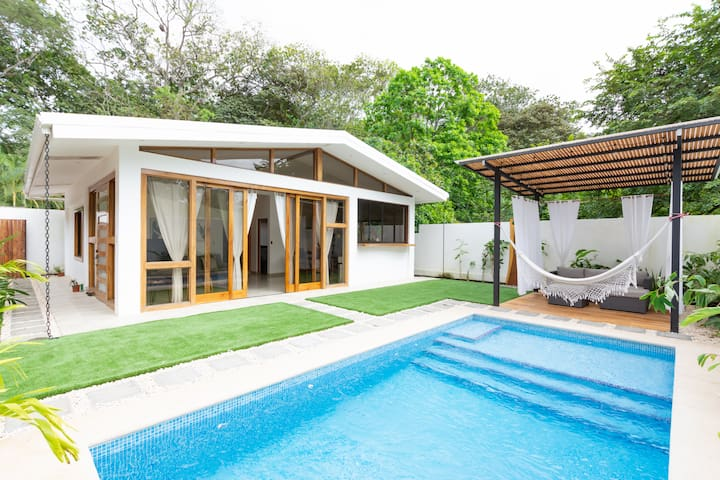 Villa Akari ~ BRAND NEW ~ Modern & Sophisticated Beach Getaway in Santa Teresa