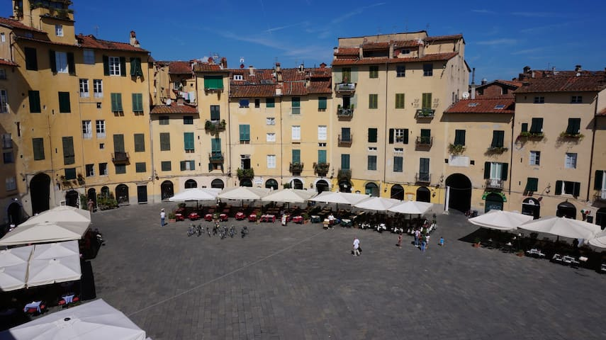 Apartment with beautiful view of the amphitheater! - Lucca - Appartement