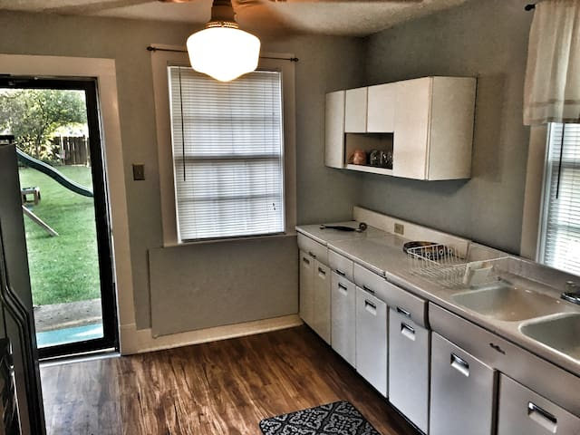 Kitchen with backdoor