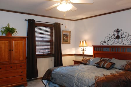 Chocolate Cottage Bed & Breakfast - Annville - Bed & Breakfast
