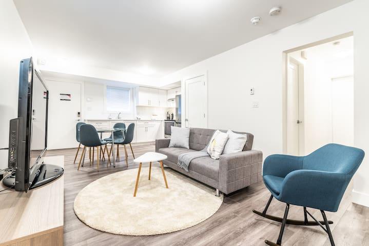 Cozy Burnaby House 1 Bdrm + 1 Bath basement suite