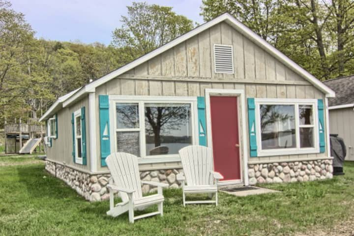 Vintner's Cottage on the Lake Leelanau