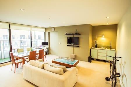 Minimalistic Docklands apartment. - Docklands