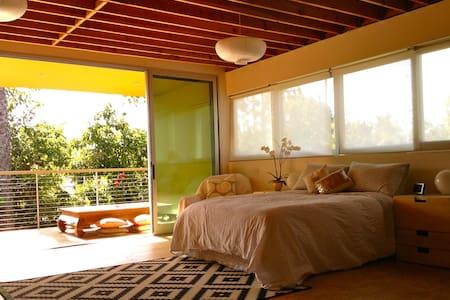Modern loft studio in the ♥ of LA