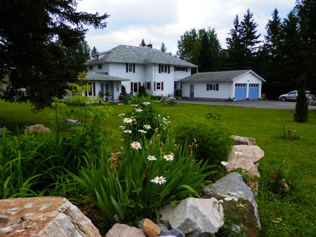 Formerly The Northern Nights B&B - Burk's Falls - House