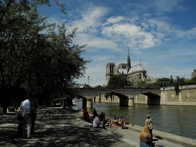 Jeanne's Studio near Notre-Dame
