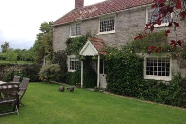 Grade II Listed Farmhouse, Glastonbury (12 guests)