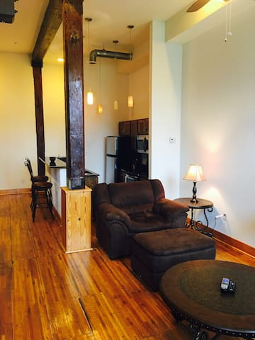 Cozy Downtown Lynchburg Loft