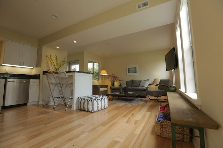 Classic CA Beach Town Getaway! - Carpinteria - Appartement