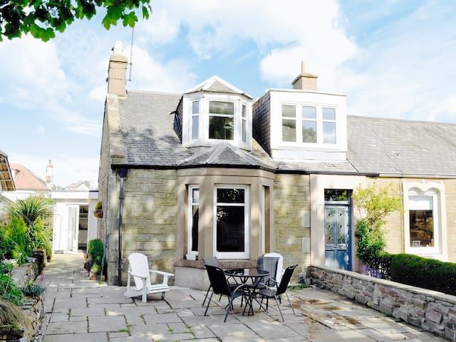 Chic beachside cottage Broughty Ferry & Carnoustie - Dundee - Haus