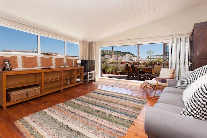 Central castle views lovely terrace apartamentos en for Alojamiento estancia 25m2
