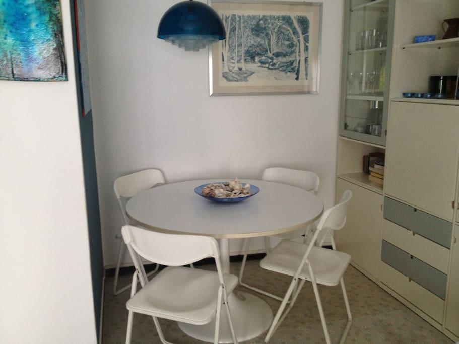 tavolo da pranzo in soggiorno