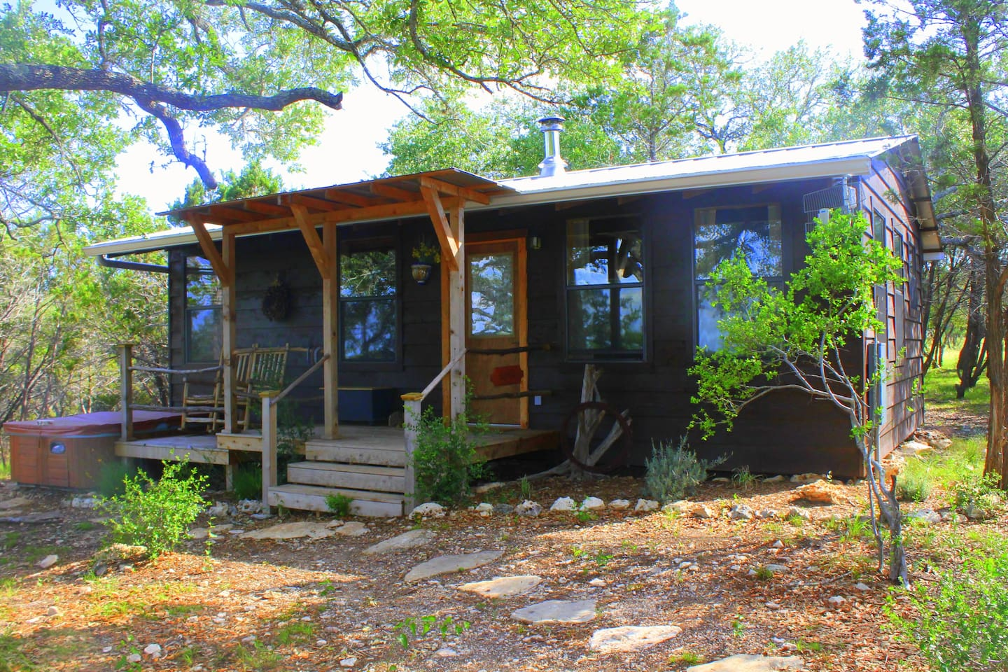 Secluded cabin in the woods with private hot tub and pet friendly