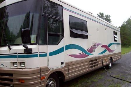36' Motor Home--unique lodging! - Remsen - Husbil/husvagn