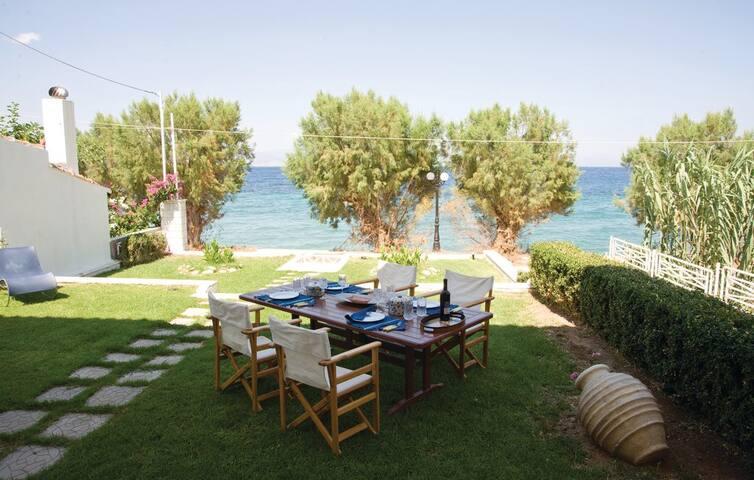 Lovely villa next to sea