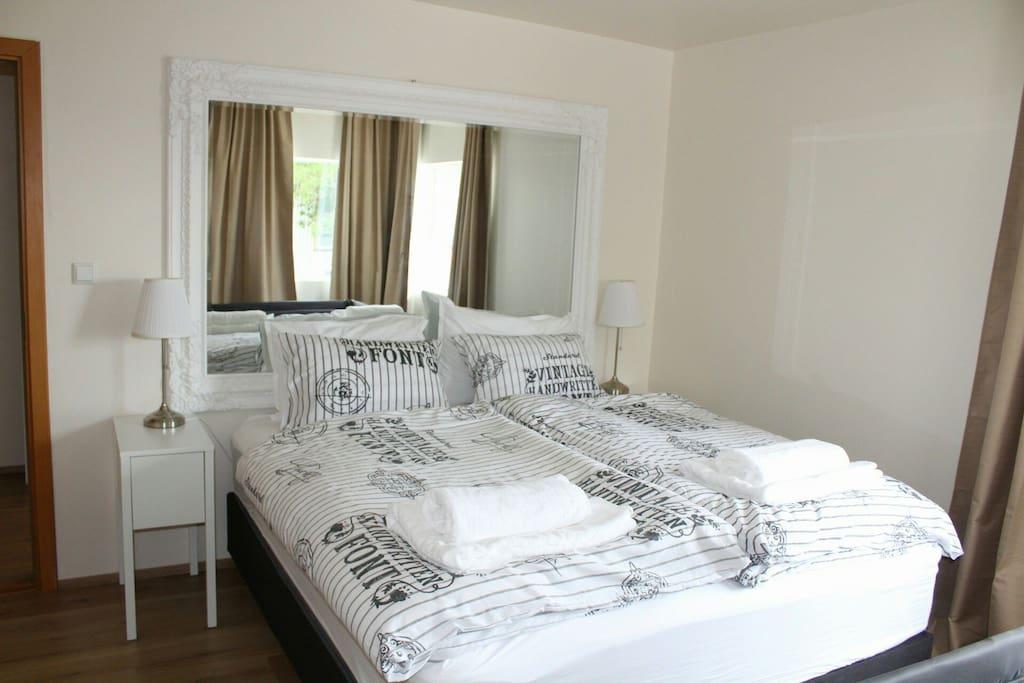 Sleep Room 1 Quarto 1 Queen Bed