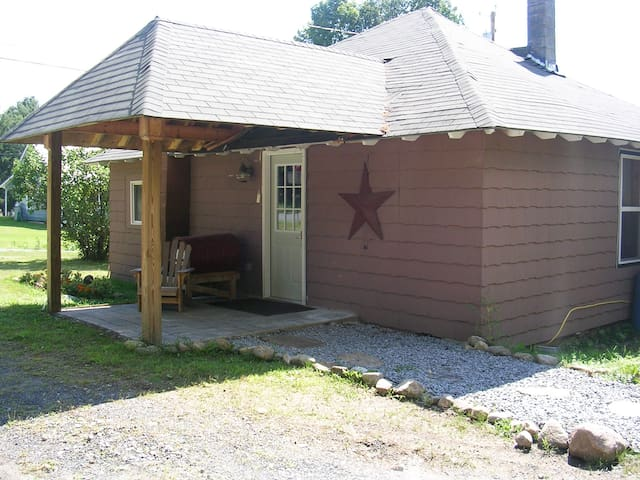 Adirondack Bungalow nearMinerva Lak - Minerva - Rumah