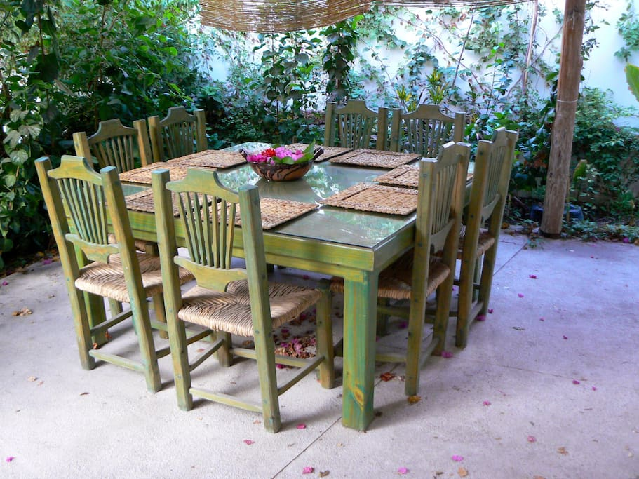Outdoor dining, steps from kitchen