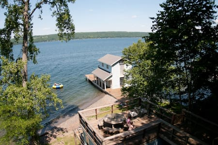 Secluded 120 ft private beach - Trumansburg - Hus