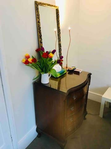 Chest of drawers/dressing table