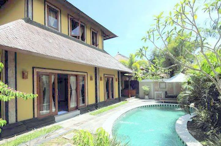 Canggu Private Threebedrooms Villa  - North Kuta - Villa
