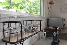alles bij de hand voor een kopje koffie,thee of glaasje wijn