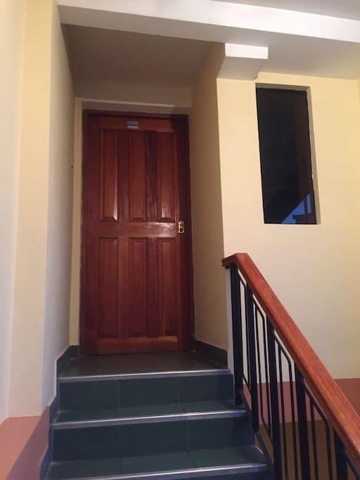 Entra a la casa, seguridad garantizada.