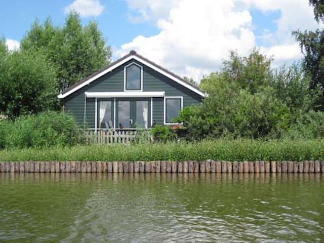Idyllic cottage by the lake - Reeuwijk - House