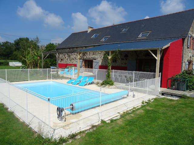 Villa à la campagne avec piscine-le Pin Parasol
