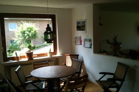 Schönes Zimmer mit Bad/Messezimmer - Springe - Talo