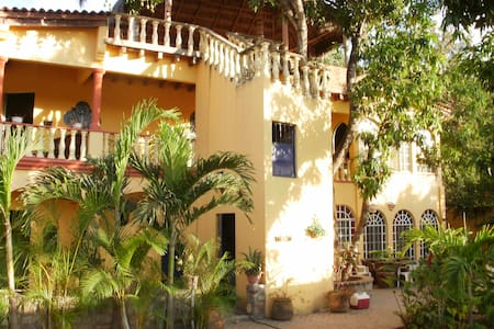 Casa Mango loco