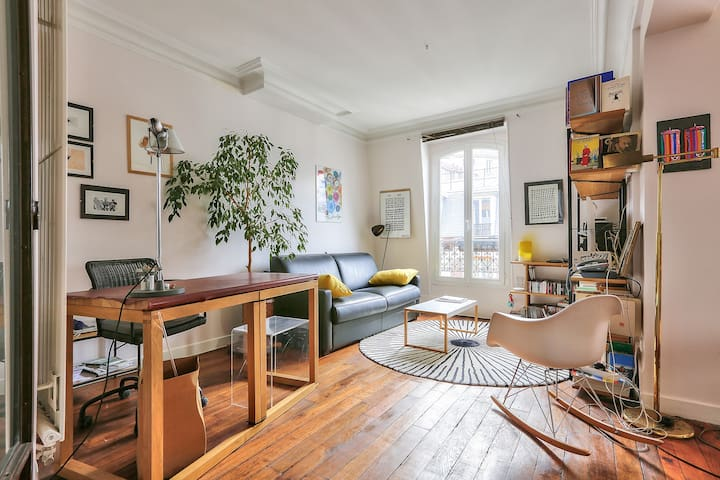 Baroque And Chic Apartment In Heart Of Montmartre