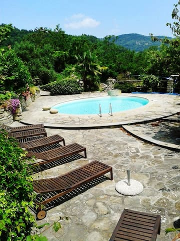 Exceptional villa with pool, views - Mombarcaro - Dom