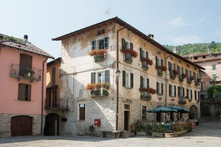 In the romantic square in Molina - Faggeto Lario - อพาร์ทเมนท์