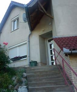 Postavölgybe kiadó szoba - Pécs - Hus