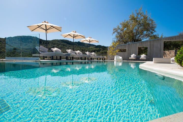 A first-class designer villa!Exclusive, prime spot