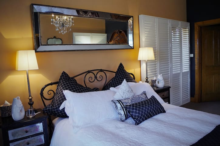 A Vintner's Luck Luxury  Vineyard Escape - Blewitt Springs - Bed & Breakfast
