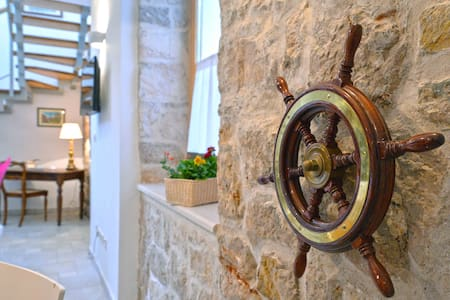 Frantoio House- Charming stone house with dock