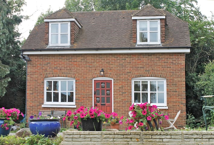 Canterbury 2 Bed Detached Cottage 1 night  or more - Canterbury - Hus