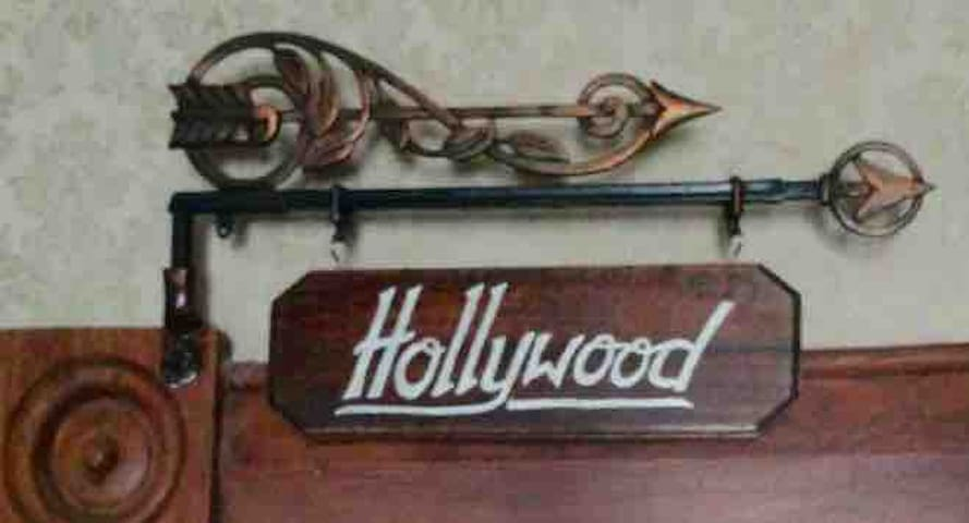 Country Rose B&B. The Hollywood Suite.