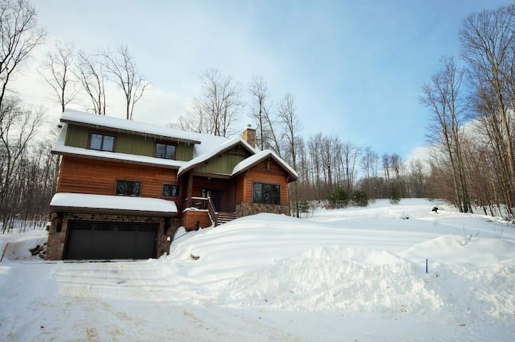 Spectacular Four Bedroom Lodge on the Slopes in the of Heart Boyne Highlands!