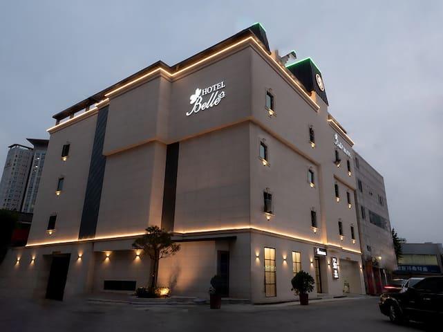 NO.1 평택호텔   [프리미엄]객실  시몬스침대,공기청정기,호텔급어메너티,오리털침구 사용
