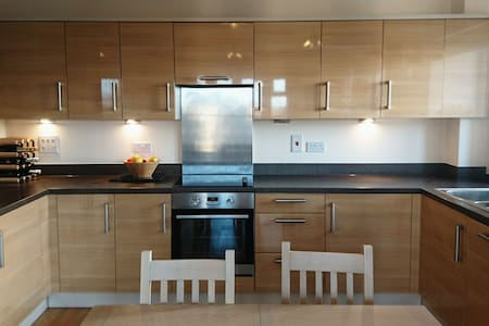 Large two bed flat south London - Morden