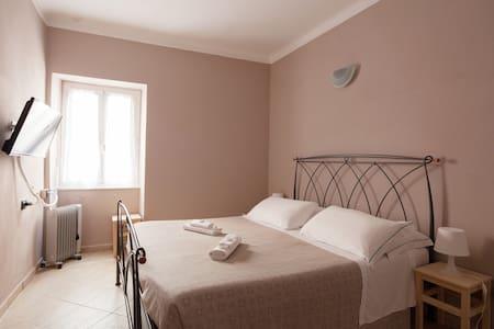 Double Room #2 main street - Vernazza CinqueTerre - Vernazza