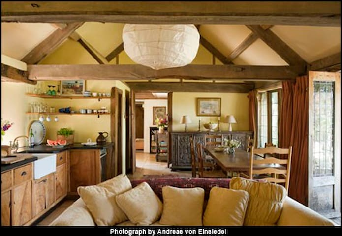 Rustic Romantic Cotswold Hideaway. - Painswick - House