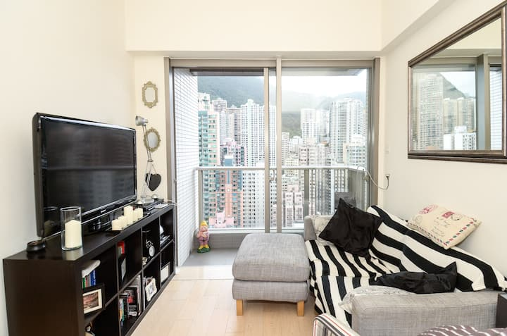 Modern 1 Bed Apartment w Balcony